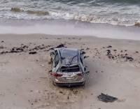 В Юркалне с берега упала машина, водитель погиб