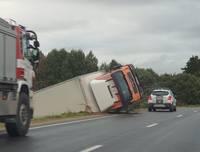 В Дурбской волости в аварию попала грузовая автомашина «MAN»