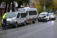 Паровозик из коммерческого транспорта на улице Бривибас